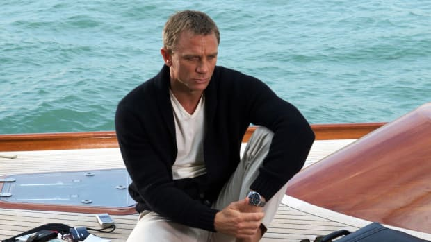 daniel-craig-as-james-bond-wearing-omega-seamaster-planet-ocean