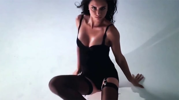Adriana-Lima-LOVE-Video-Sexy2.jpg