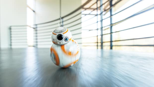 bb8_rollingatcamera_house_2_legal.jpg