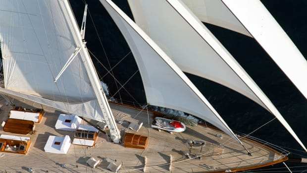sailing-yacht-regina-foredeck-under-sail