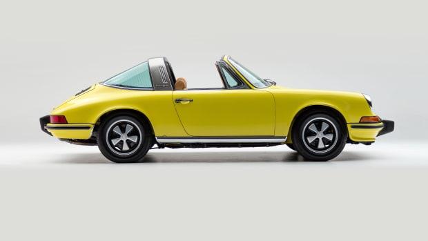 Classic.com 1973 Porsche 911E Targa Yellow 9113210103 Studio_003