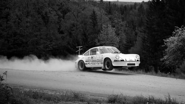 Jumping_911_Carrera_RS_2.7_in_Pinggau_(Bosch_Rallye_2010)