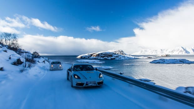 high_944_turbo_718_cayman_s_north_cape_2017_porsche_ag