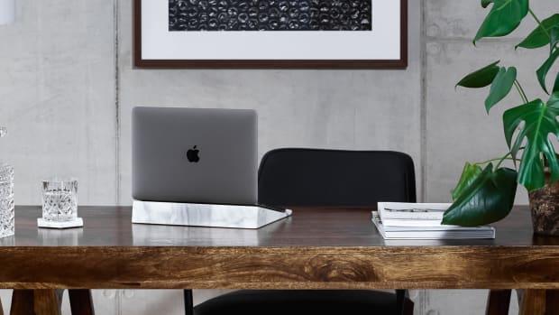 de+Dolomieu+BLOCK+Marble+Laptop+Stand+Lifestyle+CR2-4506+(40x17)