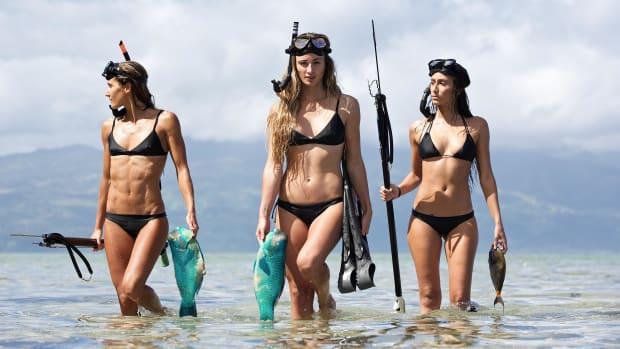 kaloea_sexy_bikini_bond_girls_speargun.jpg