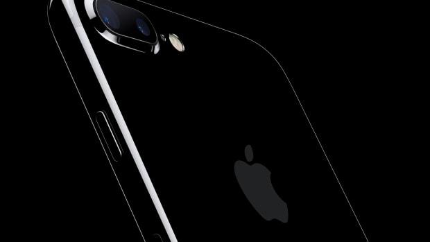 apple-iphone-7-jet-black_dezeen_ss_1.jpg