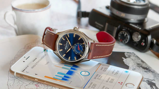 Alpina_Horological_Smartwatch_PR_AL-285NS5AQ6_2.jpg