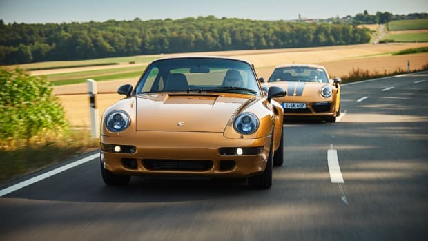low_993_turbo_the_reveal_classic_project_gold_2018_porsche_ag (10)