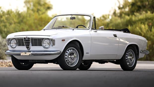 1966_Alfa_Romeo_Giulia_GTC-10