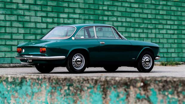 1969-Alfa-Romeo-1750-GT-_1
