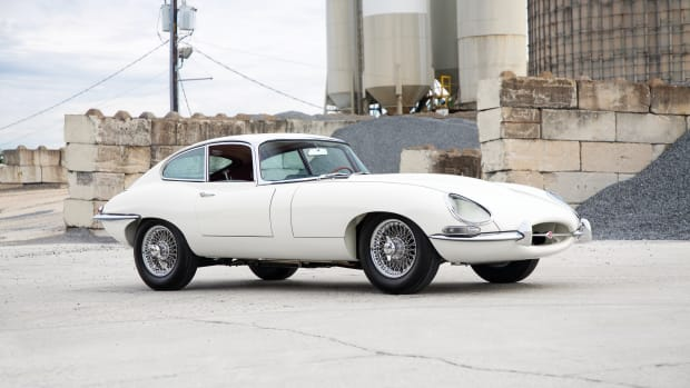 1961-Jaguar-E-Type-Series-1-3-8-Litre-Fixed-Head-Coupe-_25