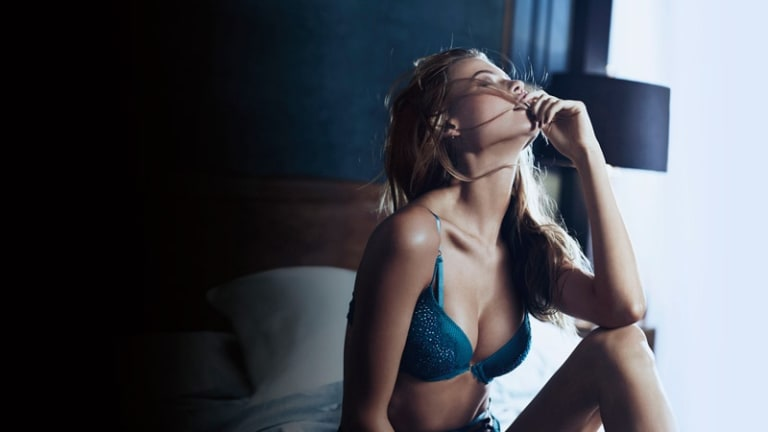 Lingerie-Loving Supermodels Kick Off A Very Sexy Holiday Season