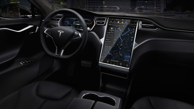 Watch Tesla's Creepily Awesome Autopilot Mode In Action