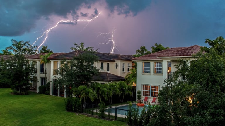 How to Photograph Lightning Correctly
