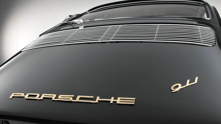 12 Photos of a Classic Porsche 911 Next to a Modern Version