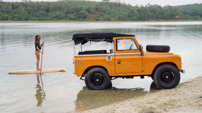 This Video Proves a Vintage Land Rover Is the Ultimate Lake Day Companion