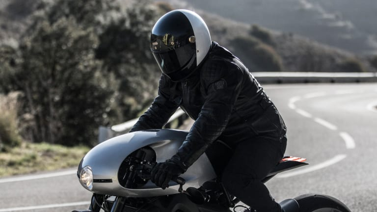 Auto Fabrica Unveils Retro-Futurist Café Racer