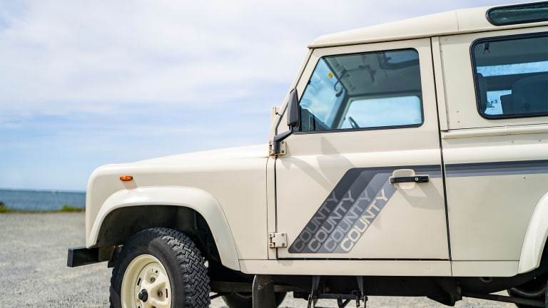 These Vintage Defender Photos Take #Carspotting to New Heights