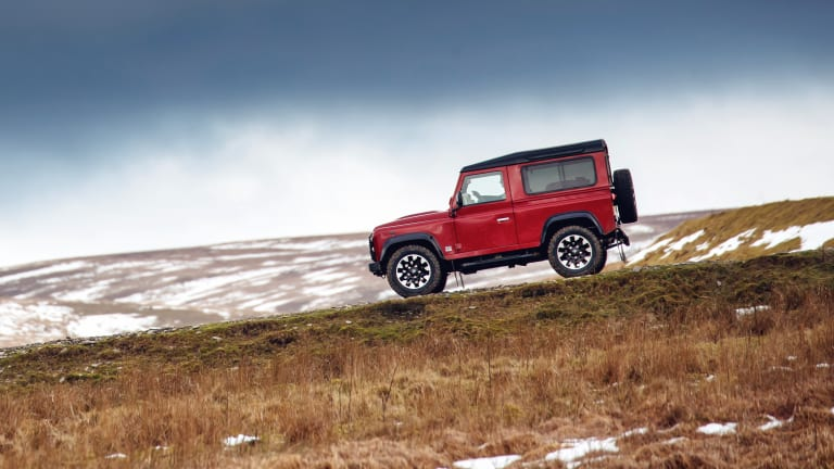 Stunning Footage of the Land Rover Defender V8 Edition On and Off Road