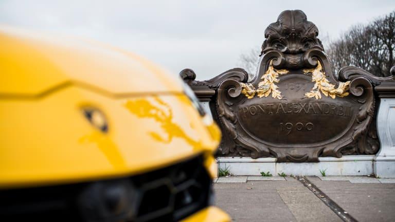 20 Sizzling Photos of the Lamborghini Urus in Paris