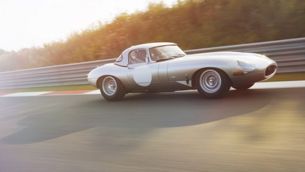 Lightweight-Jaguar-E-Type-press-image-front-three-quarter-on-track-1024x682.jpg