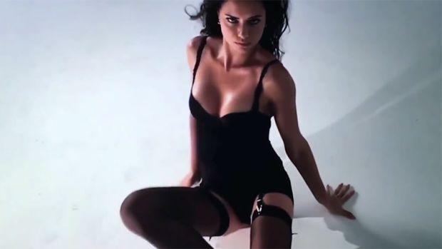 Adriana-Lima-LOVE-Video-Sexy2.jpg