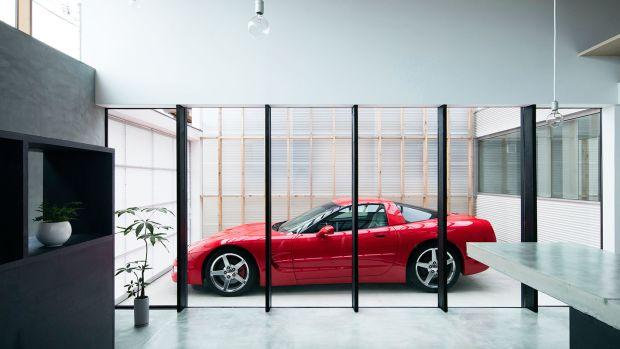 yoshiaki-yamashita-transparent-garage-kyoto-home-designboom-1800.jpg