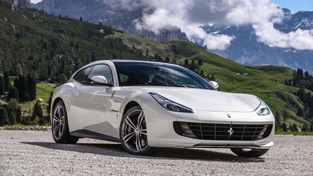 2017-Ferrari-GTC4Lusso-front-three-quarters