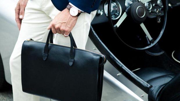 The-Triumph-Briefcase-Lifestyle_1000x.progressive