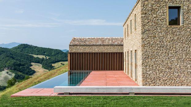 ap-house-gga-architecture-residential-italy_dezeen_hero-1