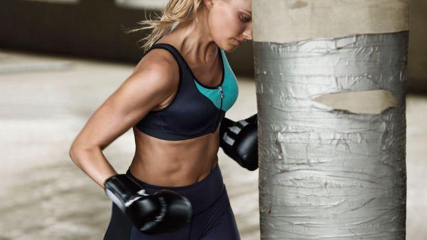 victorias-secret-sport-2015-elsa-knockout-maximum-support-sport-bra-2-hi-res