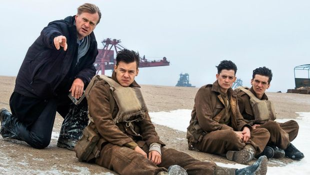 Christopher-Nolan-and-Harry-Styles-on-Dunkirk-set