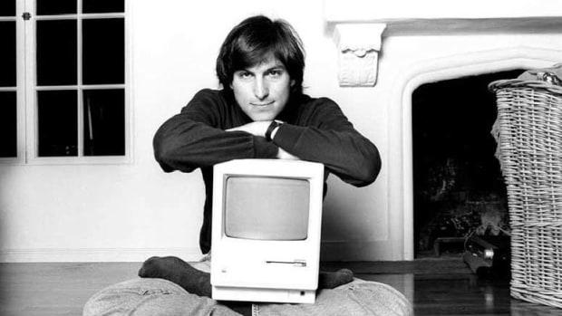 steve-jobs-apple-1-original-mac-iphone-5g-1