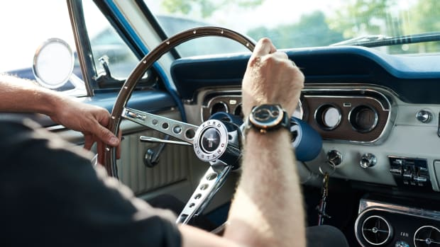 FORD_2017_Mustang_Watch_15
