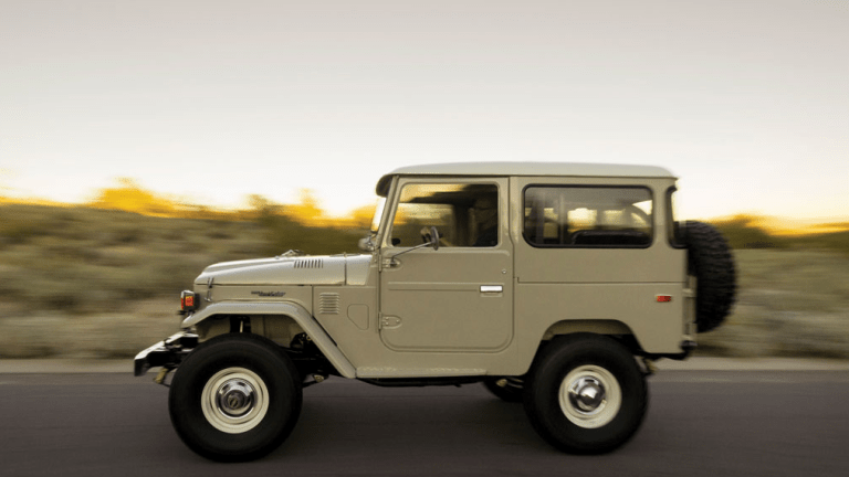 15 Perfectly Rugged Photos Of A 1976 Toyota FJ40 Land Cruiser
