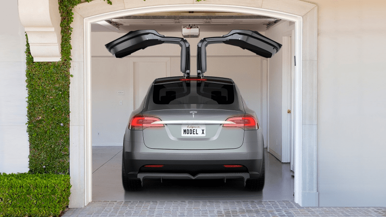 Hereu0027s What Happens When You Open Tesla Model Xu0027s Falcon Doors In A Tight Parking Spot & Hereu0027s What Happens When You Open Tesla Model Xu0027s Falcon Doors In A ...