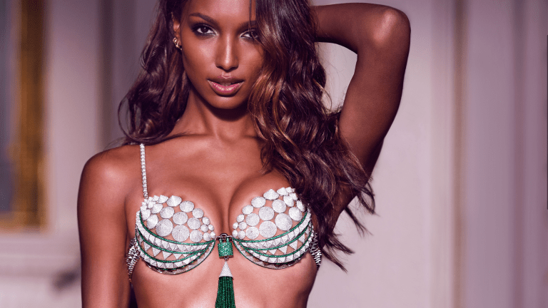 This Video of Jasmine Tookes Is Ridiculously Sexy