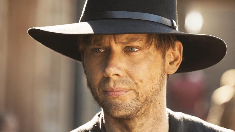Jimmi Simpson Reads Mind-Bending 'Westworld' Fan Theories
