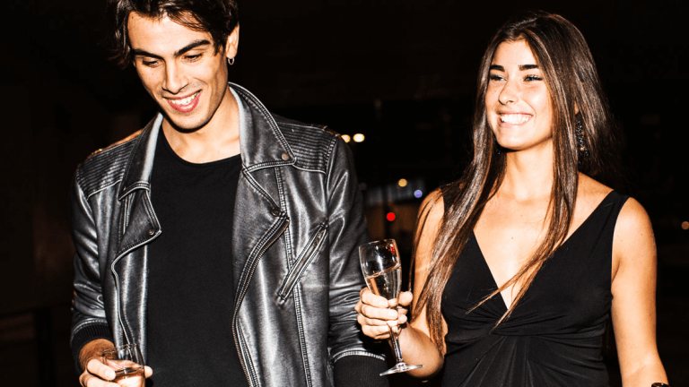 Get Off Your Phone: Meet the Dating App That Doesn't Want You to Use It