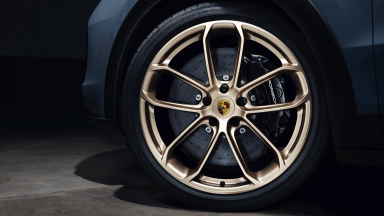 Porsche Cayenne Turbo GT Debuts With 631 HP, Plenty of Style