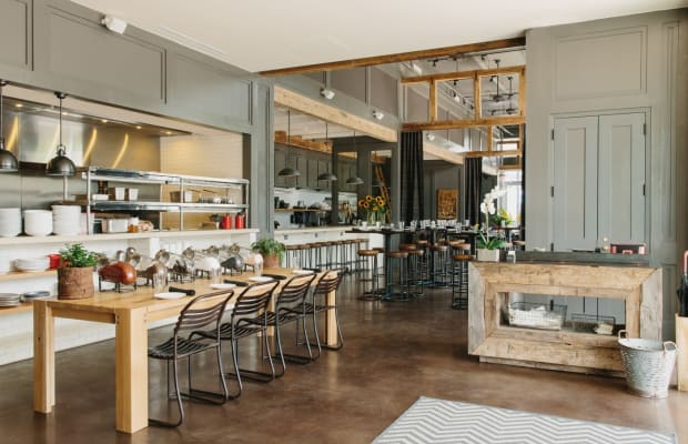 This Cozy And Casual Restaurant Interior is Perfectly Designed