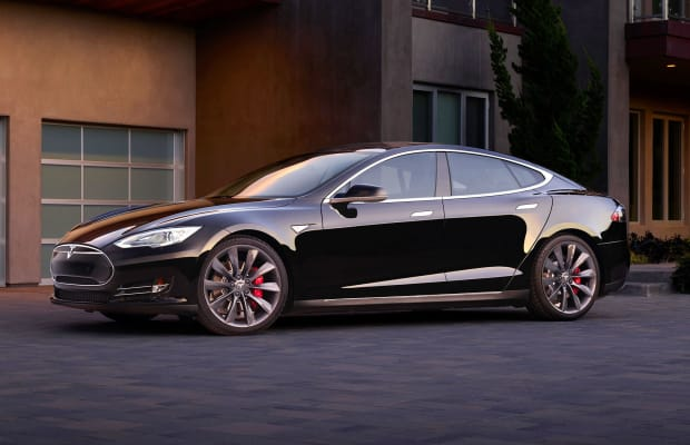 See Tesla's Incredible 'Summoning' Feature In Action