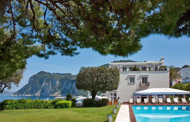This Getaway Spot In Capri Is Absolutely Stunning