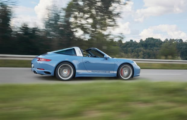 Limited Edition Porsche 911 4S Targa Looks Stunning in Retro Blue Paint Job