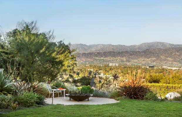 This Indoor-Outdoor California Ranch Is LA-Living at its Best