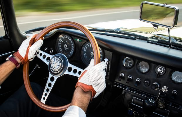 5 Essential Driving Gloves for Fall Excursions
