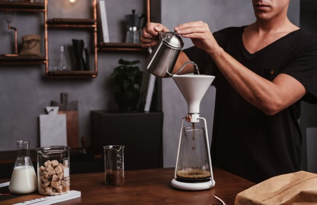 This Smart Coffee Maker Brews Barista-Level Drinks With Ease