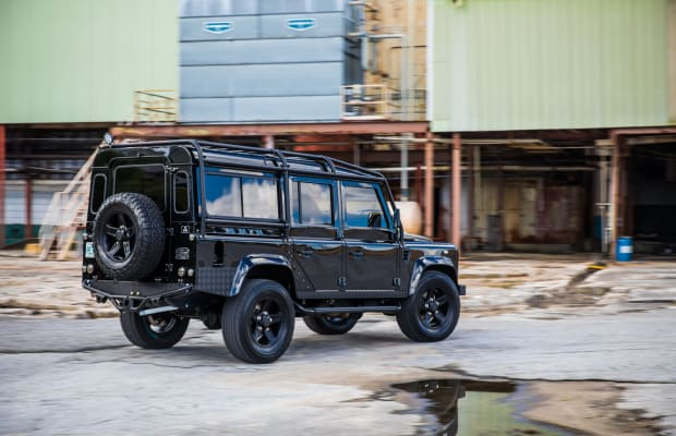 This Blacked-Out Defender Is a Thing of Beauty