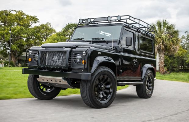This Blacked-Out Custom Defender Is 4x4 Nirvana