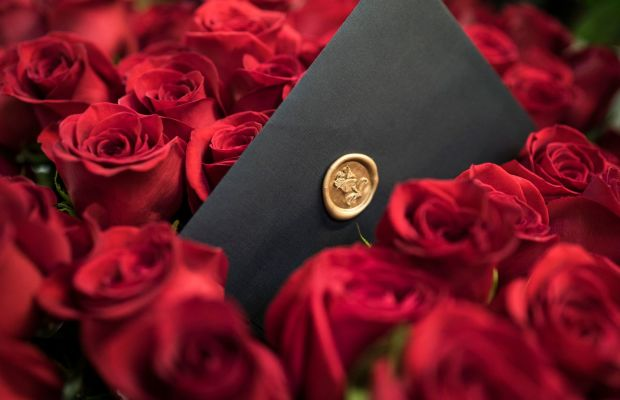 The Right Way to Woo a Woman With Roses